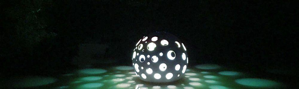 Betonosfera kula betonowa, świecąca kula ogrodowa na wodzie